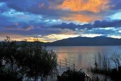 Salida del sol en el lago del erhai Imagen de archivo libre de regalías