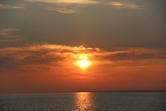 Salida del sol en el lago-mar Balkhash Foto de archivo libre de regalías