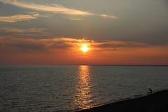 Salida del sol en el lago-mar Balkhash Imagenes de archivo