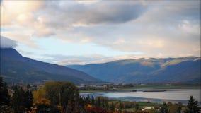 Salida del sol en el lago Shuswap almacen de video