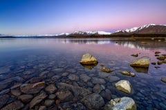 Salida del sol en el lago Tekapo, isla del sur, Nueva Zelanda fotografía de archivo