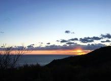 Salida del sol en el mar fotografía de archivo