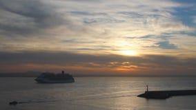 Salida del sol en el mar balear Palma de Majorca, España almacen de metraje de vídeo