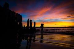 Salida del sol en el mar con el cielo crepuscular hermoso Fotografía de archivo libre de regalías