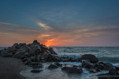 Salida del sol en el mar de Azov imagen de archivo libre de regalías