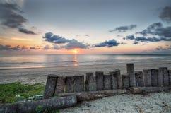 Salida del sol en el mar de China en HDR fotos de archivo