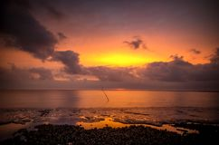 Salida del sol en el mar de Wadden fotos de archivo