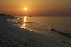 Salida del sol en el mar hermoso italiano Imagen de archivo libre de regalías