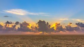 Salida del sol en el mar foto de archivo libre de regalías