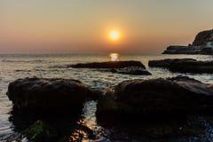 Salida del sol en el Mar Negro Foto de archivo libre de regalías