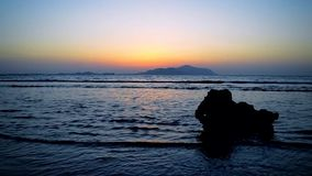 Salida del sol en el Mar Rojo Sharm-el-Sheikh, Egipto almacen de video
