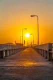 salida del sol en el medio del puente de Chalong Fotografía de archivo