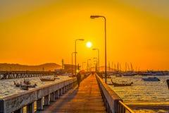 salida del sol en el medio del puente de Chalong Imagen de archivo libre de regalías