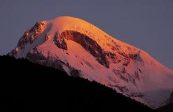 Salida del sol en el montaje Kazbek, Georgia Fotos de archivo libres de regalías