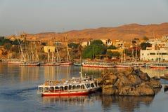 Salida del sol en el Nilo en Aswan Foto de archivo