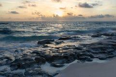 Salida del sol en el Océano Atlántico Fotos de archivo libres de regalías