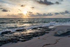 Salida del sol en el Océano Atlántico Imagen de archivo