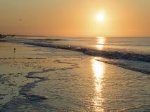 Salida del sol en el Océano Atlántico Fotografía de archivo libre de regalías