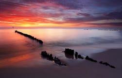 Salida del sol en el océano - Báltico Fotos de archivo libres de regalías