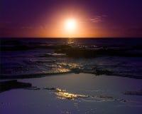 Salida del sol en el Océano Pacífico Imágenes de archivo libres de regalías