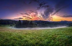 Salida del sol en el panorama hory de Orlicke Fotografía de archivo libre de regalías