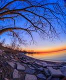 Salida del sol en el parque de la bahía de Humber fotos de archivo