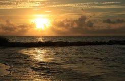 Salida del sol en el paso de la playa de Smathers imagenes de archivo