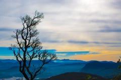 Salida del sol en el pico del ` s de Adán de la montaña Sri Lanka Foto de archivo