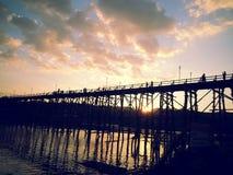 Salida del sol en el puente Imagen de archivo libre de regalías