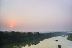 Salida del sol en el puente largo de Bien foto de archivo libre de regalías