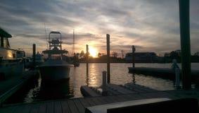 Salida del sol en el puerto deportivo Foto de archivo libre de regalías