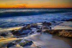 Salida del sol en el punto Arkwright, Coolum, Queensland fotos de archivo