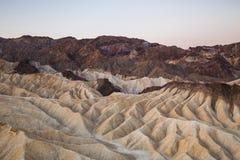 Salida del sol en el punto de Zabriskie en el parque nacional de Death Valley, California, los E.E.U.U. Fotografía de archivo