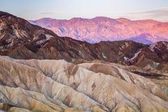 Salida del sol en el punto de Zabriskie en el parque nacional de Death Valley, California, los E.E.U.U. Imagen de archivo