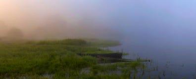 salida del sol en el río Foto de archivo libre de regalías