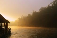 Salida del sol en el río de Kwai Imagen de archivo libre de regalías