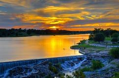 Salida del sol en el río de Llano fotos de archivo libres de regalías
