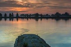Salida del sol en el río Lielupe, Jurmala Foto de archivo libre de regalías