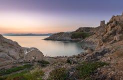 Salida del sol en el Rouse de Ile en Córcega Foto de archivo