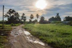 Salida del sol en el rural imagenes de archivo