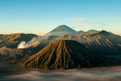 Salida del sol en el soporte Bromo del volcán Imagenes de archivo