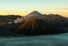 Salida del sol en el soporte Bromo del volcán, temprano Fotografía de archivo libre de regalías