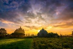 Salida del sol en el templo plaosan, Indonesia foto de archivo