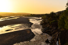 Salida del sol en el valle de Ait Ben Haddou, Marruecos Foto de archivo