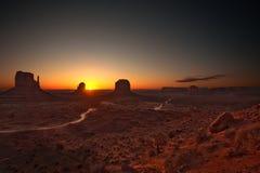 Salida del sol en el valle del monumento Fotos de archivo libres de regalías