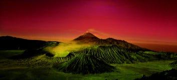 Salida del sol en el volcán de Bromo en Java Indonesia imagen de archivo