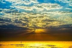 Salida del sol en Hurghada/la bahía de Makadi - Mar Rojo Fotos de archivo libres de regalías