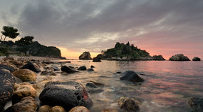 Salida del sol en Isola Bella Foto de archivo libre de regalías