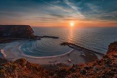 Salida del sol en la bahía de Bolata, Bulgaria Foto de archivo libre de regalías