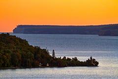 Salida del sol en la bahía de Munising Fotos de archivo libres de regalías